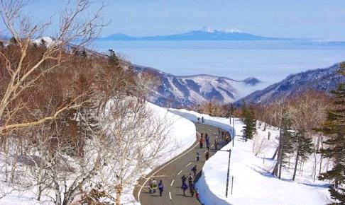 知床横断道路開通/雪の回廊