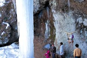 たろし滝氷柱測定