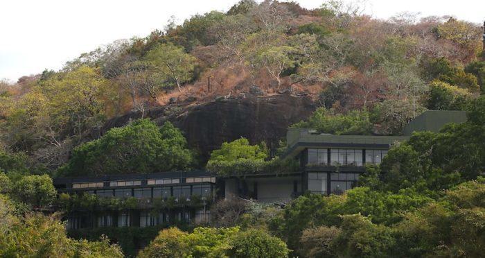 バワ設計のホテル「ヘリタンス・カンダラマ」