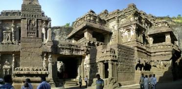 Temple Kaliasa. Le tout taillé dans la montagne, monobloque.
