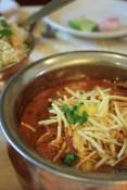 Dans un restaurant chic de Mumbai, le plat a du coûter au moins 130 Roupies (~3€), plus qu'une nuit dans un guesthouse! ^^ Du curry au mouton.