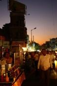Le soleil se couche encore sur Ahmenabad. Près de Three Gate.