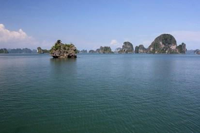 et départ immédiat pour la Baie d'Halong.