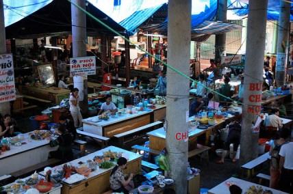 Il y a toujours un coin cantine dans les marchés (Sapa)