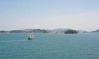 On navigue entre les îles sur le ferry