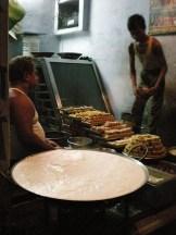 vendeur de sucrerie, la nuit. (Agra)