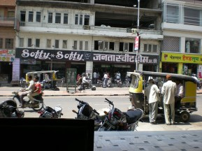 En mangeant mon thali.