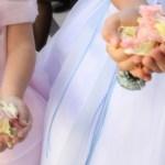 結婚式の女の子の服装で白はマナー違反!?制服は正装になるの?