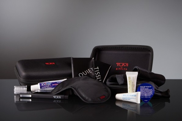 Tumi Delta One hard case and contents_exit US