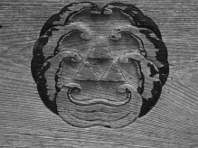 州崎神社の神紋は三ウロコ