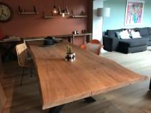 Table Guislain avec Rallonges, appréciez l'invisibilité de la rallonge malgré l'épaisseur et le poids du chêne massif de 5cm...