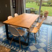 Table Caractère Diane : Plateau table LIVE EDGE 180x93cm / Vitrification / Pieds Pliés Métal 120/15 mm