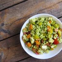 salade de couscous israélien, tofu fumé et pesto