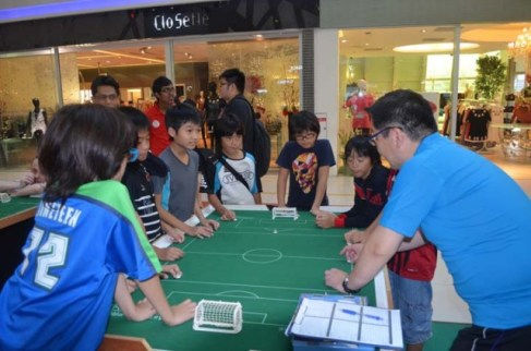 Introduction by Kenzo and Hideaki, to Japanese kids (I)