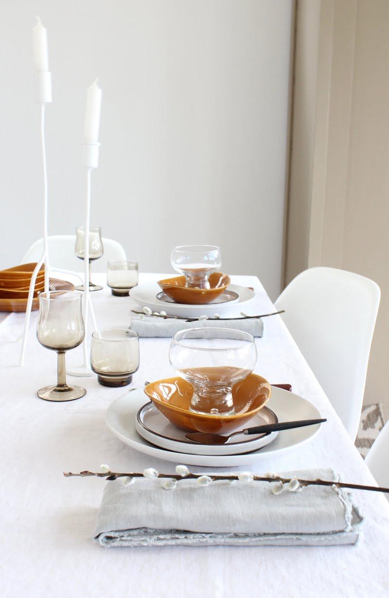 sfeer op tafel met kaarsen