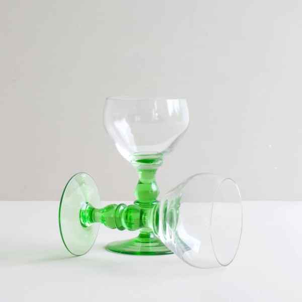 vintage glazen met groen voet