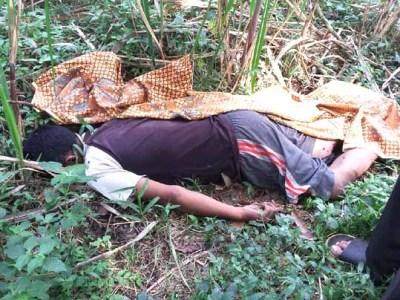 Mayat Erik Yulianto diduga bunuh diri dengan cara kendat (gantung diri).
