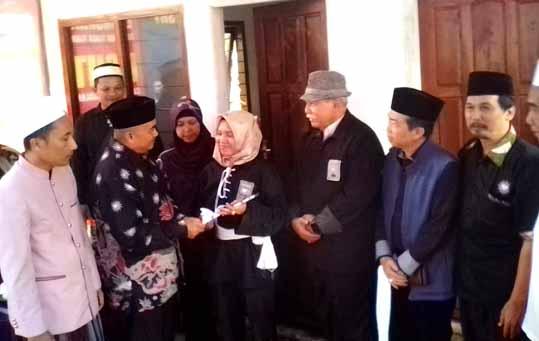 Air Mata Elia Rosa Jatuh Saat Terima Kunci Rumah Dari Ketua Umum PSHT