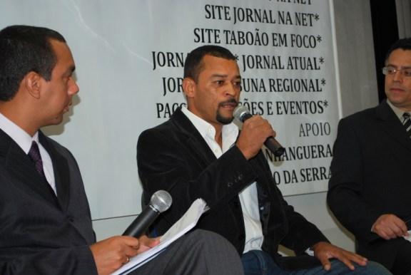Professor Moreira, do PT, apresenta as suas propostas durante a sabatina