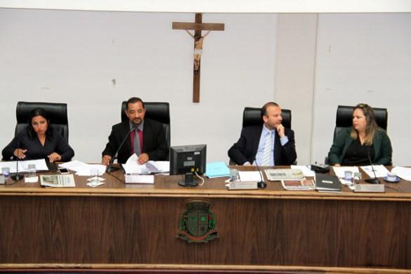 Na volta ao trabalho, Câmara de Taboão aprova anistia e homenageia ex-prefeito Armando.