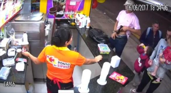 Vídeo mostra homem roubando sorveteria no início da noite de terça (6)