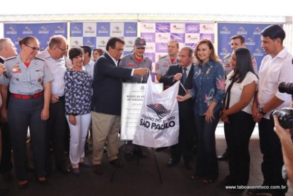 Prefeito Fernando, Secretário Mágino Alves e a deputada Analice durante inauguração do quartel dos Bombeiros em Taboão da Serra.