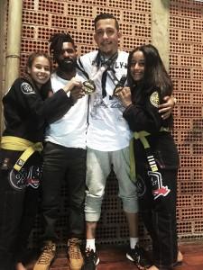 Medalhistas em campeonato de Jiu-Jitsu. (Foto: Divulgação)