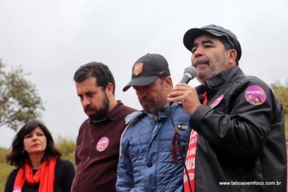 Ex-vereador de Taboão da Serra, Paulo Félix, discursa em solidariedade ao marido da Dilma, assassinada há poucos dias em Taboão da Serra.