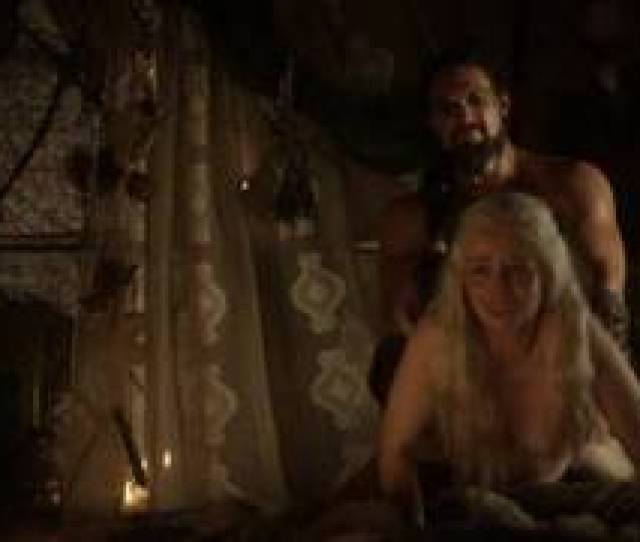 Emilia Clarke 25 Years In Nude And Sex Scenes From First Season Game Of