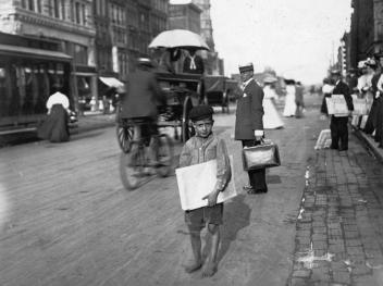 A barefoot Indianapolis newsie in August of 1908.