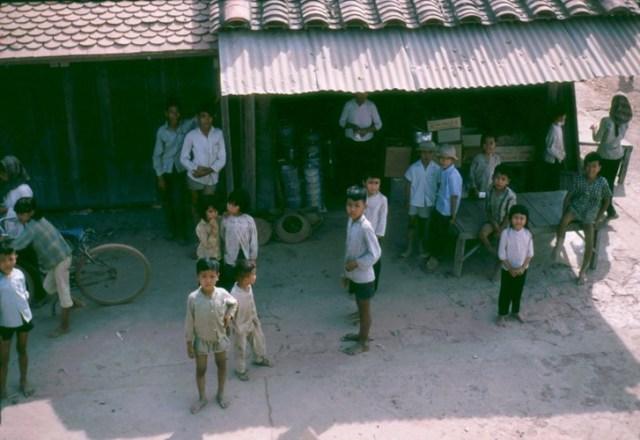 Trẻ em ở Vĩnh Công.