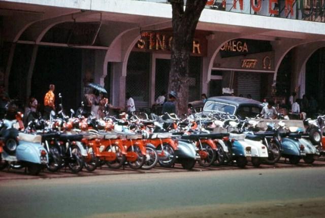 Bãi để xe dưới Thương xá TAX, đại lộ Lê Lợi.