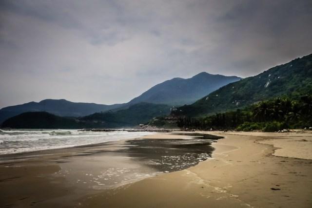 Việt Nam cũng có rất nhiều bãi biển đẹp và hoang sơ chờ đón du khách ghé thăm.