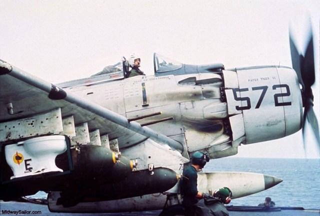 Trong chiến tranh Việt Nam, không quân Mỹ từng thực hiện một phi vụ cực kỳ quái đản: Ném một chiếc... toilet năm 1965.