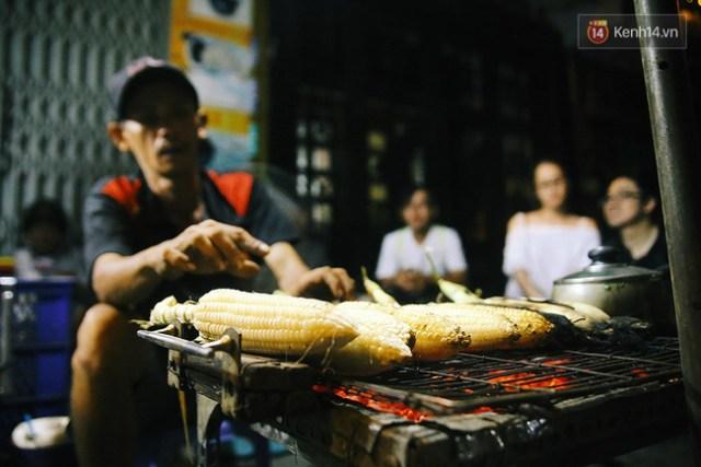 bap-nuong-ngon-nhat-sai-gon-de-duoc-an-nguoi-ta-phai-boc-so-va-cho-ca-tieng_20161010073053043