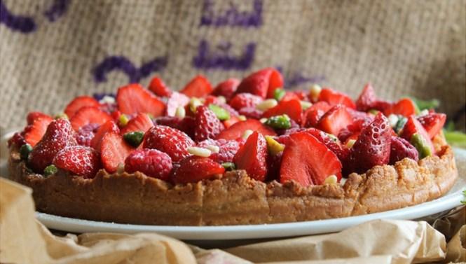 Bonheur sur l'internet - Desserts Vegan, Tarte aux fruits rouges pistaches pignons de pin - Tache de Rousseur, blog beauté naturelle et lifestyle