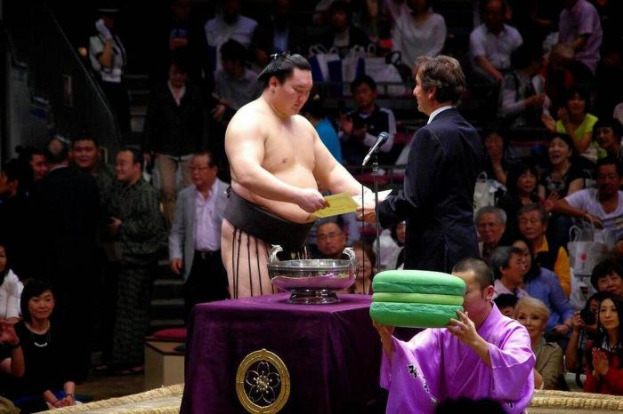 Giant-Sumo-Macaroon