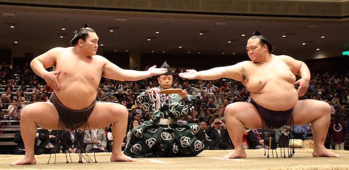 Kisenosato and Hakuho doing san-dan-gamae
