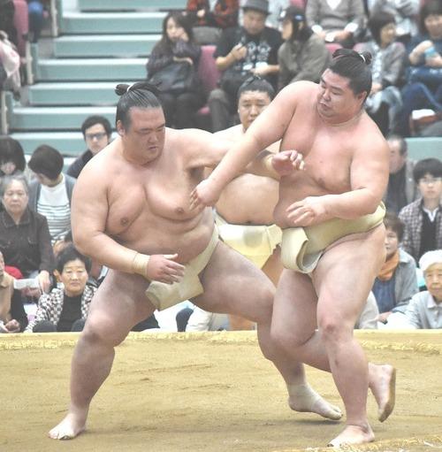 Kisenosato practicing left Ottsuke
