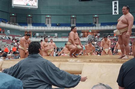 Takanohana teaching Kisenosato