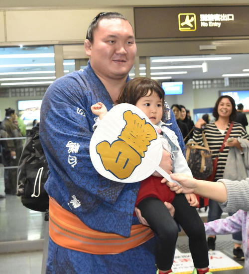 hakuho-at-airport