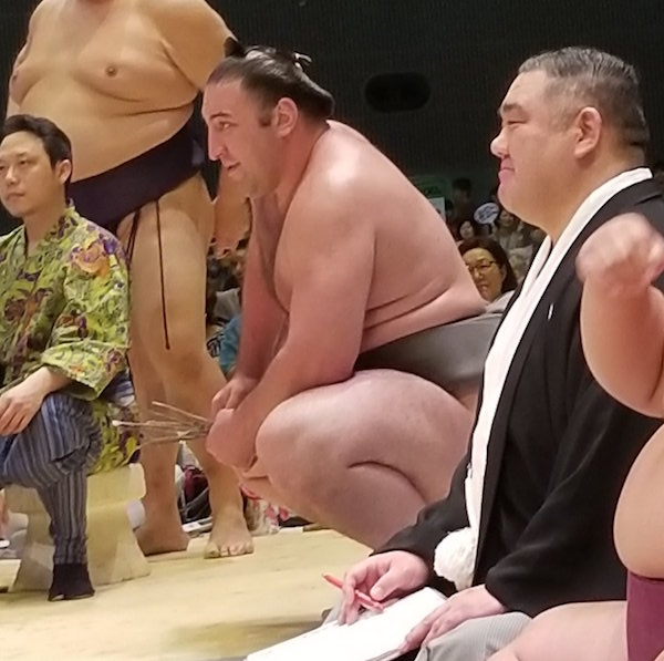 amused-tochinoshin