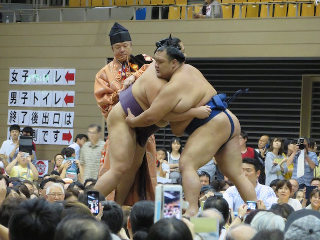 hokutofuji-endo-wardrobe-malfunction