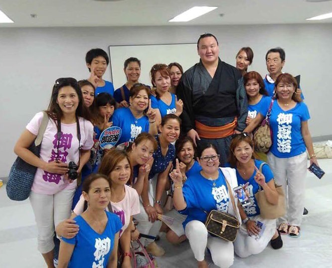 mitakeumi-fan-club-with-hakuho