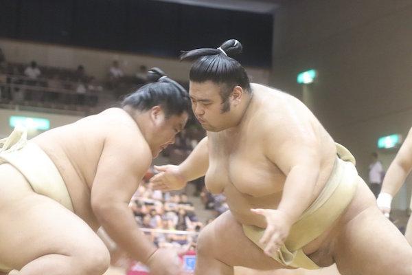 takakeisho-butsukari-daieisho