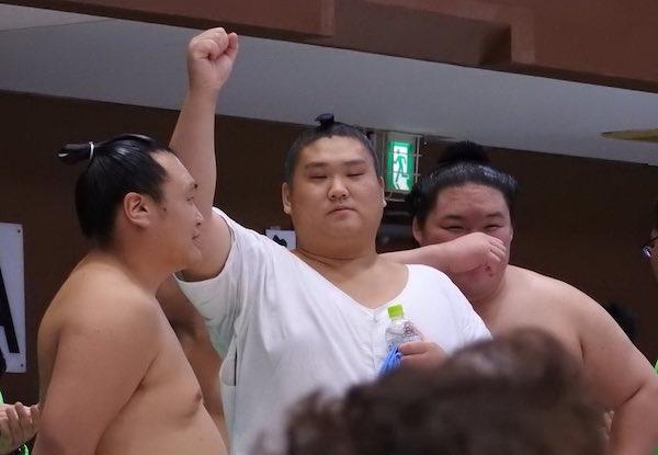 goeido-heckles-tamawashi