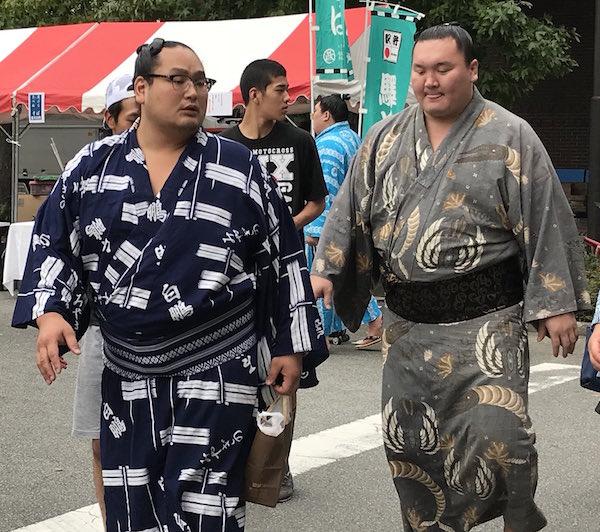 hakuho-barely-walking