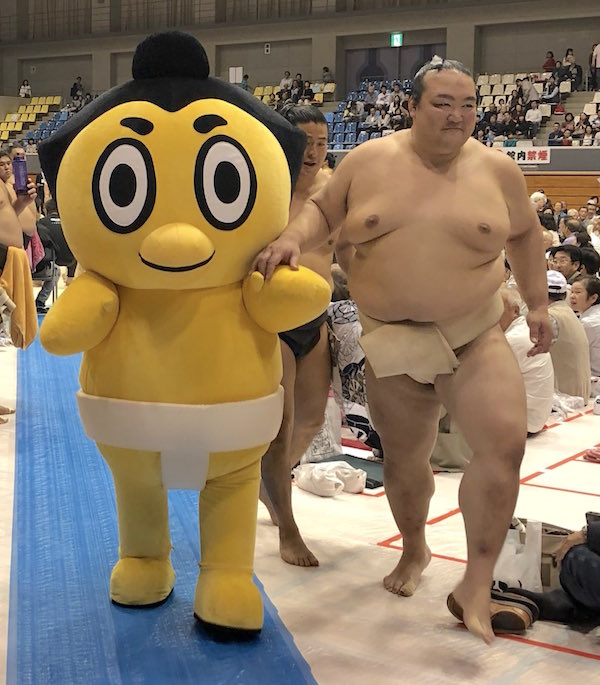 kisenosato-leads-hiyonoyama-to-the-altar