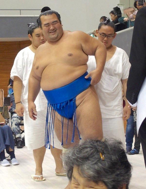 kotoshogiku-enjoying-himself