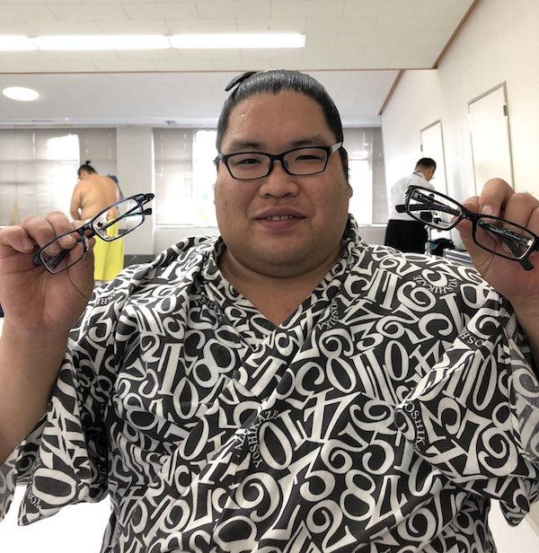 nishikigi-three-pairs-of-glasses